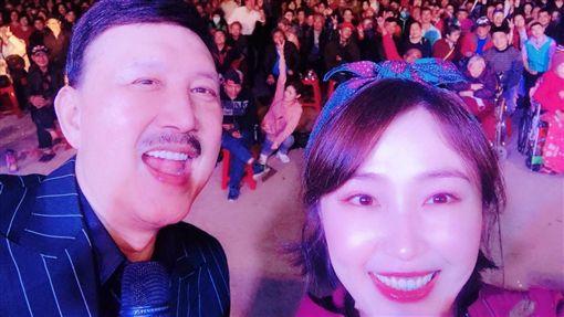 余筱萍透露父親余天不適合玩百家樂「一不爽就全梭」。(圖/翻攝自臉書)