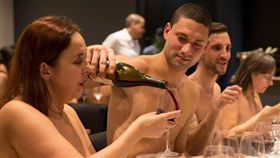 法國,餐廳,歇業,營運,裸體,裸體餐廳 https://www.facebook.com/onaturelrestaurant/photos/a.226946584510919/227173664488211/?type=3&theater