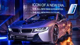 BMW i8 Coupe與i8 Roadster。(圖/BMW提供)