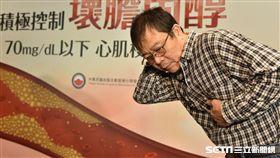 患者郭先生回憶當時發生心肌梗塞時感到心臟疼痛、胸悶、後頸刺痛感等症狀。(圖/中華民國血脂及動脈硬化學會提供)