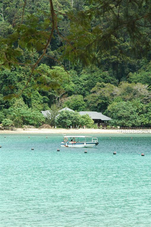 ▲沙比島的海水清澈乾淨,宛如閃閃發光的寶石。(圖/馬來西亞觀光局)