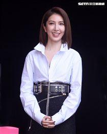 「敗犬女王」形象暴紅的楊謹華,去年12月突在臉書宣布,和交往3年的圈外男友Ben一同到戶政事務所登記結婚。(記者邱榮吉/攝影)