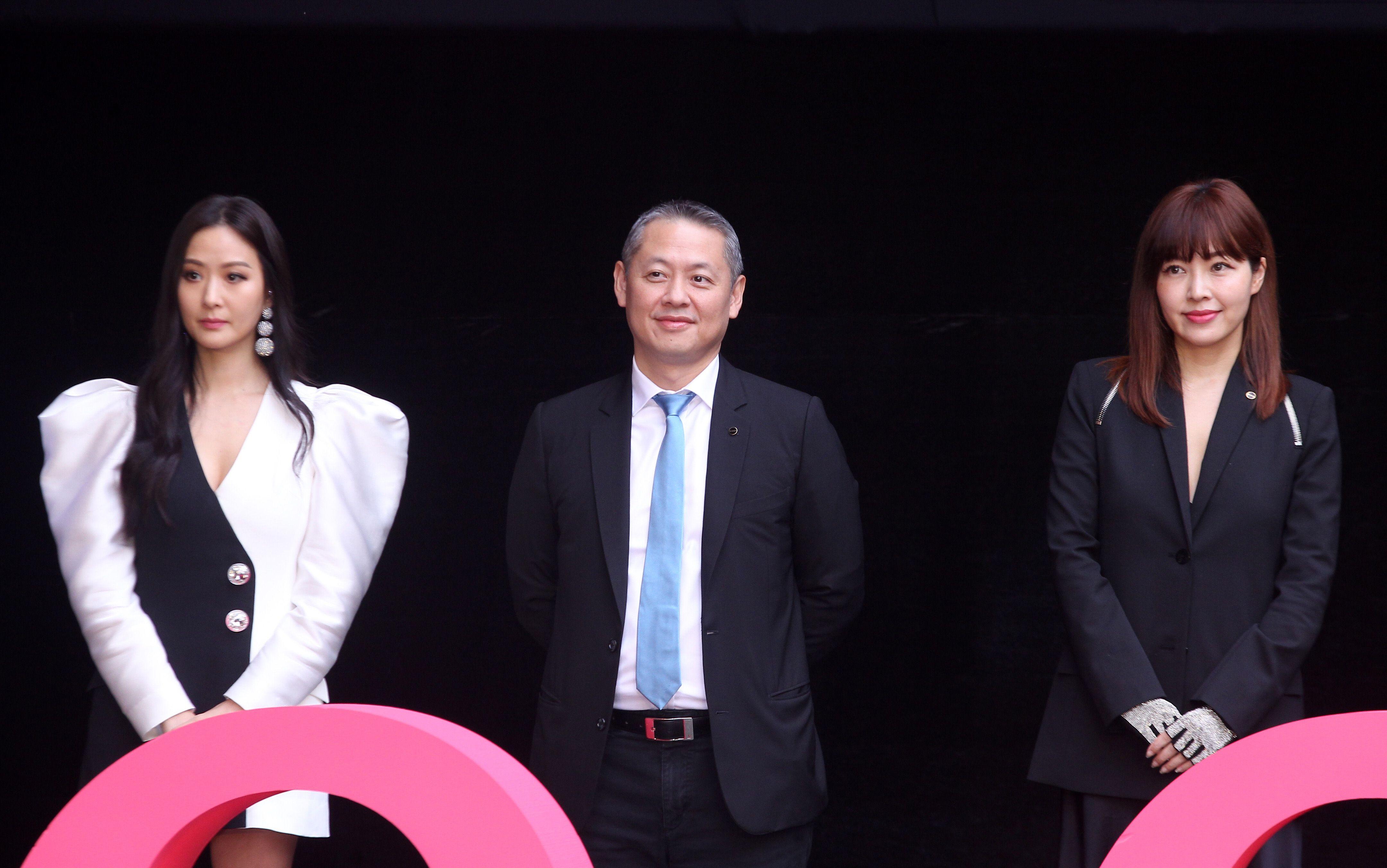 微風董事長廖鎮漢(中)孫芸芸(左)廖曉喬(右)。(記者邱榮吉/攝影)