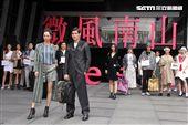 微風南山店10日上午開幕模特兒代表各廠商走秀。(記者邱榮吉/攝影)