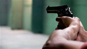 (圖/pexels)槍,持槍,開槍