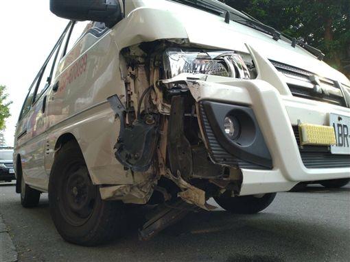 台北,救護車,保時捷,建國北路,變換車道,擦撞。翻攝畫面