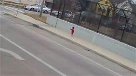 美國,失蹤,遺棄,幼童,小孩,尿布,公車,巴士,公車,威斯康辛州 圖/翻攝自YouTube