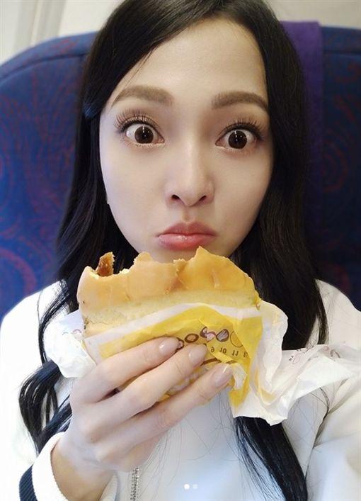 張韶涵在個人IG貼文表示,速食真是一種速速肥死的節奏。(圖/翻攝自張韶涵個人instagram)