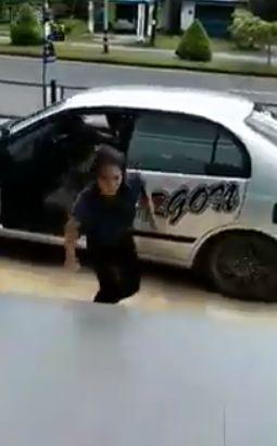 泰國,家暴,車行,抵抗,拖行(圖/翻攝自Jaturong Boonyang臉書)
