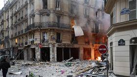 法國巴黎發生爆炸事件,觸動法國的敏感神經。(圖/翻攝自matthieucroissandeau推特)