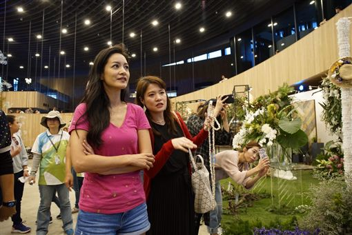 旅遊達人Janet訪台中花博 百萬粉絲臉書直播互動/台中市政府提供