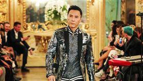 甄子丹昨晚於米蘭時裝周,出席疑似曾涉辱華的德國品牌活動。(圖/翻攝自PHILIPP PLEIN IG)