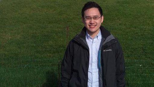 外交部長吳釗燮前辦公室主任趙怡翔,因接任駐美代表處政治組組長,在國內引發資淺卻領高薪的質疑