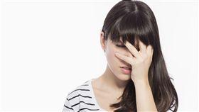 ▲丟臉,眼睛痛,頭痛,頭暈,感冒,分手,難過,情傷,傷心。(圖/by Freepik)https://www.freepik.com/index.php?goto=74&idfoto=2317315