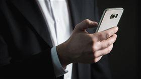 16:9 手機 視訊 電話 圖/翻射自pixabay https://pixabay.com/photo-2056028/