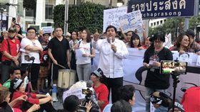 泰國遲未公布大選日期 民眾抗議籲儘速舉行泰國軍政府遲遲未確定大選日期,數百人13日聚集在曼谷鬧區,要求政府最遲必須於3月10日舉行大選。中央社記者呂欣憓攝 108年1月13日