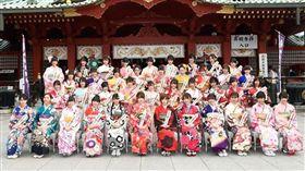 今年AKB48團員大陣仗參加「成人式」活動。(圖/翻攝自AKB官網)