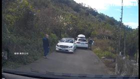 兩輛豪車擦撞...車主堅持等警 擋道怒嗆!