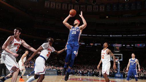 ▲西蒙斯(Ben Simmons)20分22籃板9助攻,率76人擊敗尼克。(圖/翻攝自推特)