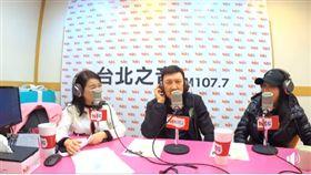 14日余天與妻子李亞萍一同出席《周玉蔻嗆新聞》廣播專訪