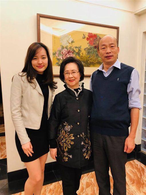 知名作家瓊瑤因是韓國瑜粉絲,義務擔任高雄的愛情產業總顧問。