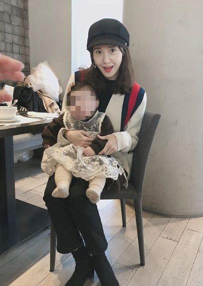 潤娥與朋友小孩。(圖/翻攝自chani_zzi IG)
