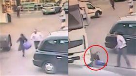 現世報!竊賊拿了東西就跑 被路過大貨車輾壓「雙腿碎裂」(圖/YouTube)