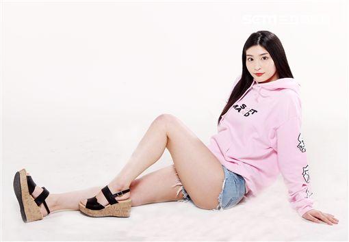 日本AV女優-本庄鈴。(記者邱榮吉/攝影)