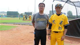 中信兄弟二軍客座投手教練藤田学和總教練林威助。 (1)(圖/中信兄弟提供)