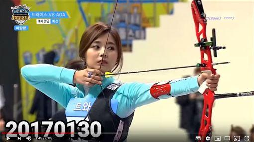 子瑜射箭。(圖/翻攝自Youtube)