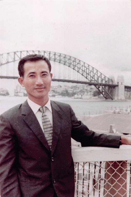 王金平年輕時的照片曝光。(圖/翻攝自粉絲專頁「台灣公道伯」)