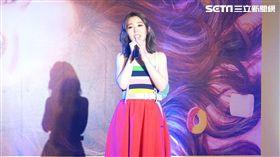 唐芯以歌壇新人身分推出單曲《黏你》,雖為新人架式十足。(圖/記者蕭翰弦攝影)