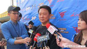 ▲Lamigo總教練洪一中春訓受訪。(圖/記者蕭保祥攝影)