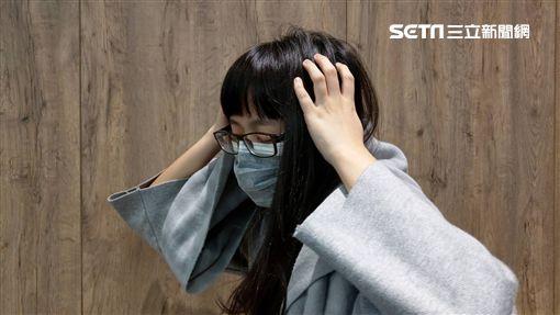 頭痛,焦慮,失眠,感冒,咳嗽,生病,女大生(圖/示意圖) ID-1735990