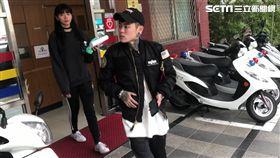 微風女神郭源元與髮型師Manson前往派出所報案並提告妨害名譽(楊忠翰攝 )