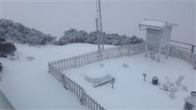 寒流發威  玉山積雪2.9公分寒流配合水氣,玉山北峰氣象站10日清晨5時觀測資料為積雪2.5公分,推測9日深夜到今天凌晨降雪,清晨5時20分再度觀測到降雪,累積到清晨6時為積雪2.9公分。(中央氣象局提供)中央社記者蕭博陽南投縣傳真  107年1月10日