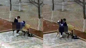 學生情侶校園「長椅」公然嘿咻。(圖/翻攝微博)