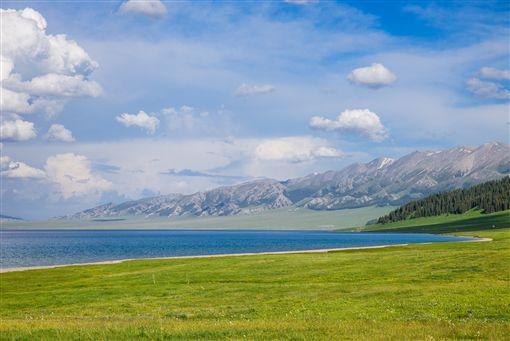 ▲絕佳的天然攝影棚─賽里木湖(圖/ shutterstock.com)