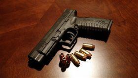 槍,舉槍自盡,圖/翻攝自Pixabay