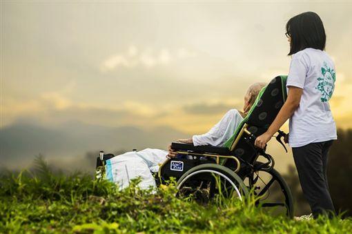 養老院、照顧、老人、陪伴、看護(圖/Pixabay)