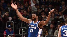 NBA/太狠!推特王酸狀元狼黑歷史 NBA,費城七六人,Joel Embiid 翻攝自推特