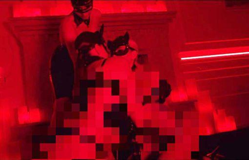 年費200萬高級性愛淫趴,極樂百人斬影片曝光。(圖/翻攝Flash) ID-1738324