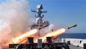 ▲解放軍軍艦進行實彈演習。(圖/取自中國軍網)