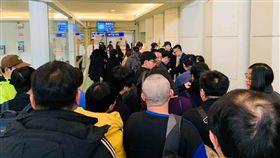 非洲豬瘟 桃園機場 塞人 翻攝FB  台灣常旅客計劃論壇