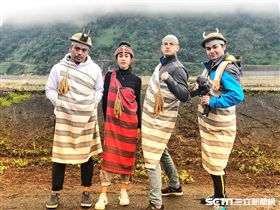穿上泰雅傳統服裝超吸睛