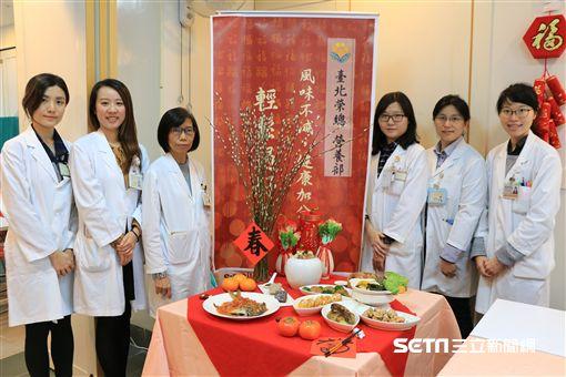 台北榮總營養部特別於農曆春節前,辦理營養教育活動,改造健康減脂的七款年菜及三款年糕。(圖/北榮提供)