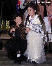 伊林娛樂時尚尾牙派對,藝人萌萌咩咩可愛登場。(記者林士傑/攝影)