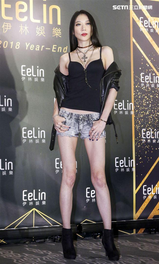 伊林娛樂時尚尾牙派對,女模紀艾希。(記者林士傑/攝影)