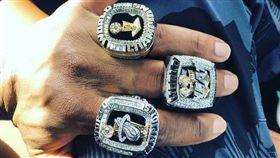 NBA/閃電俠37歲!曬3枚冠軍戒 NBA,邁阿密熱火,Dwyane Wade,生日,總冠軍 翻攝自推特