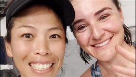 ▲謝淑薇(左)與斯皮爾絲搭檔澳網女雙,32強遭淘汰。(圖/翻攝自謝淑薇臉書)